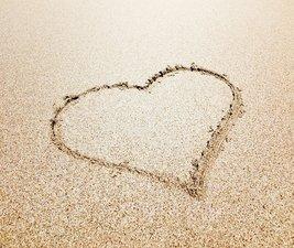 Tegelsticker hartje in het zand 15x15cm