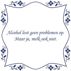 """Tegelsticker met spreuk bloem """"Alcohol lost geen problemen op. Maar ja, melk ook niet"""""""